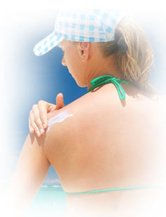woman_putting_sunscreen