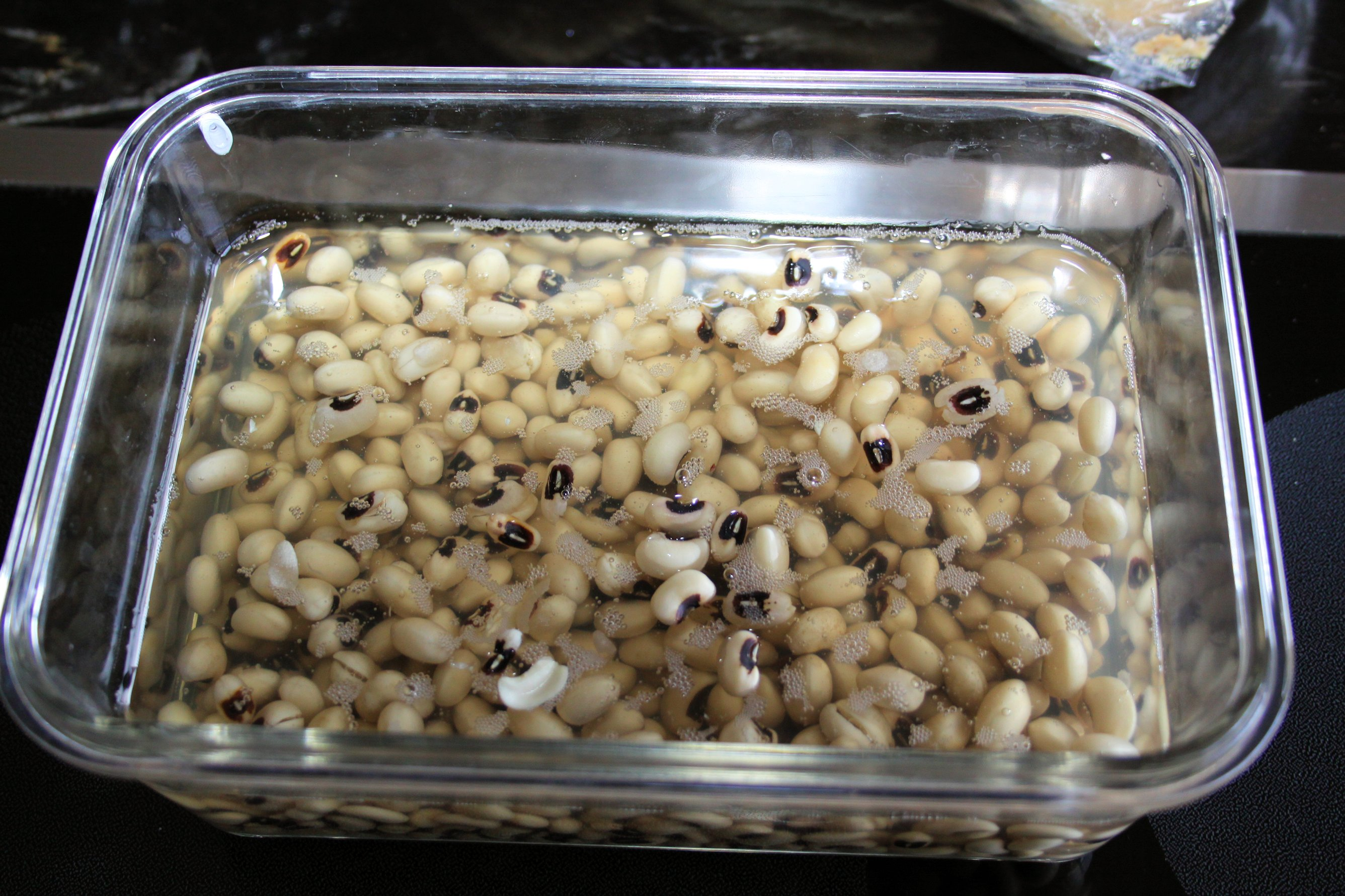 black eye peas soaking